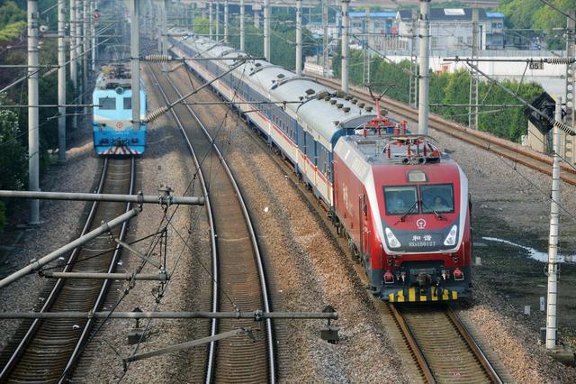 云南武定发生4.5级地震  一趟旅客列车扣停避险