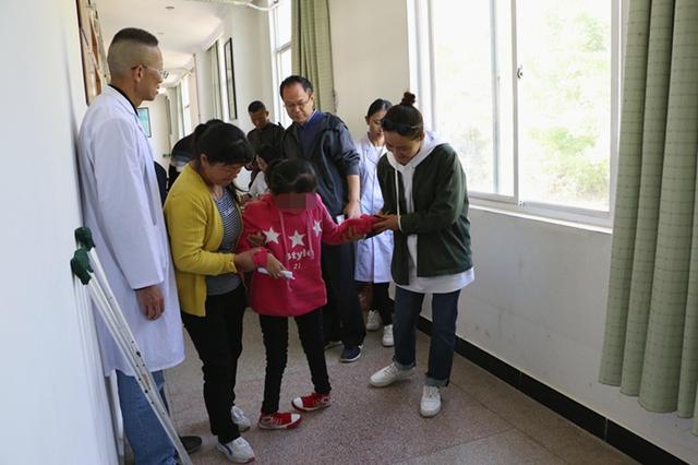 """孙楠""""重塑未来""""专项基金项目组到云南保山开展肢残患者筛查"""