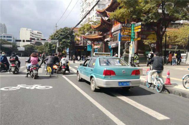 昆明人民中路非机动车道调换了位置?司机市民已懵圈