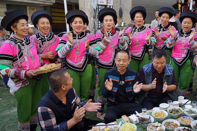 热门丨云南红河:共享长街宴 欢聚一堂共庆丰收年