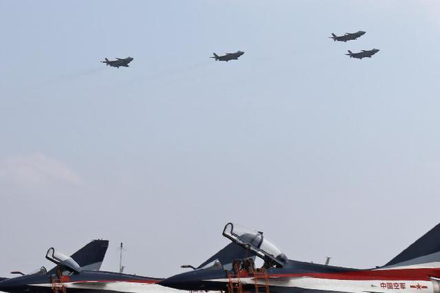 歼-20空中挂弹开仓 震撼献礼空军成立纪念日