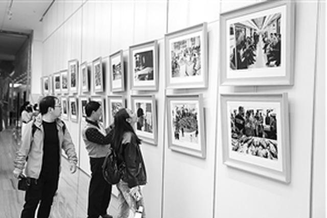 云南省庆祝改革开放40周年美术书法摄影作品展开幕