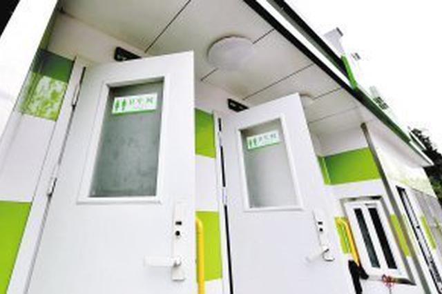 昆明676座公厕加装了扶手 新增952块公厕指示牌