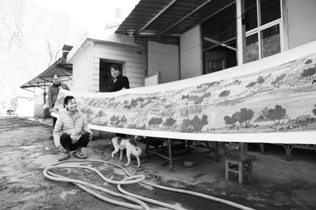 云南女子身残志坚 4年绣出6.5米《清明上河图》