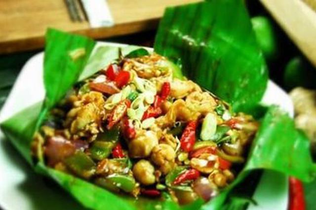美食丨云南包烧:浓浓的芭蕉清香与炭火的味道