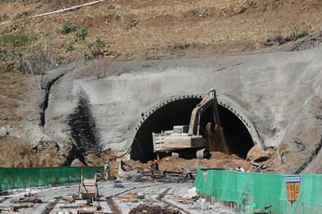 怒江美丽公路大兴地隧道顺利贯通 预计年底通车