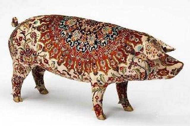 云南昆明动物博物馆:4人花一个月做800斤猪标本
