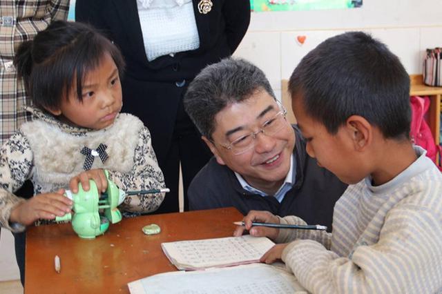 吴岩一行在云县职业高中调研 。