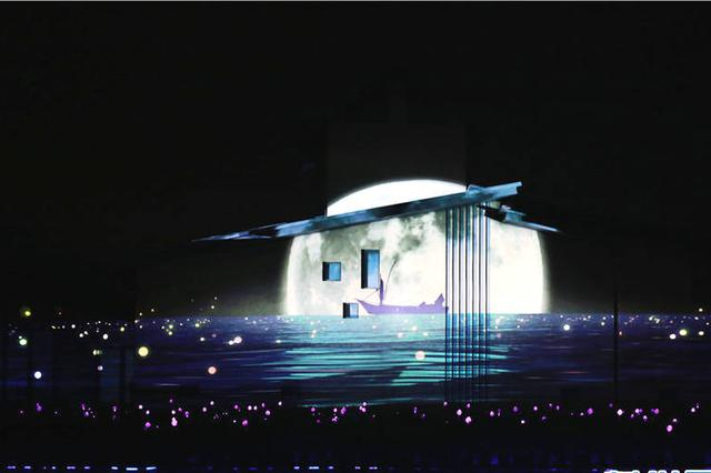 """2018年云南省玉溪市举办点亮抚仙湖暨""""时光·印迹""""光影秀,借助现代科技创新手段和新兴媒体视觉艺术,为人们带来了奇幻的光影秀视觉盛宴。(新华网 张翼鹏 摄)"""