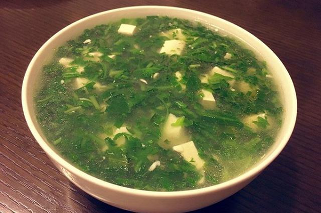 美食丨臭豆腐+野生荠菜 泡在饭里的云南春天