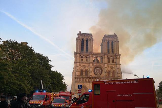 快讯丨巴黎圣母院发生大火 建筑损毁严重