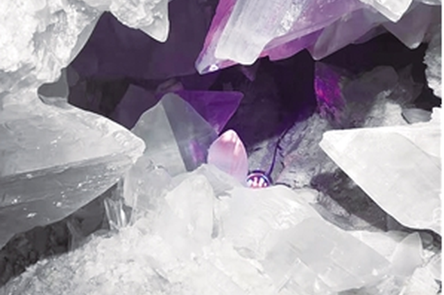 昆明市民收藏巨型矿物结晶石 正申报大世界基尼斯纪录