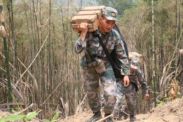 从士兵到英雄 记陆军某扫雷排爆大队英雄战士杜富国