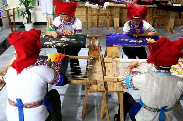 云品丨从民族村落走向国际舞台 砚山民族刺绣放光彩