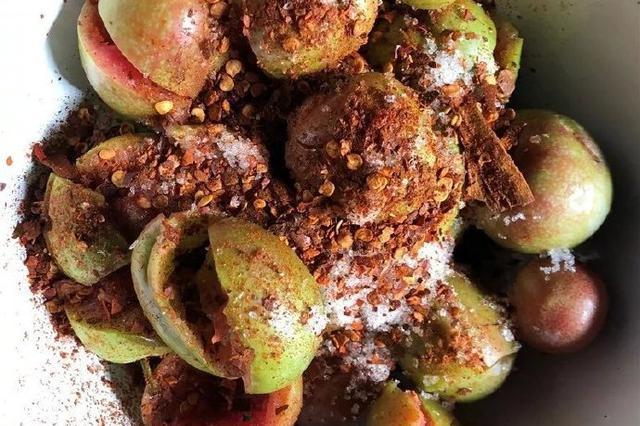美食丨风味保山:水果拌着盐巴辣椒吃