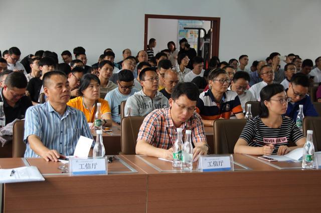 """程耿东院士及其团队举办""""结构优化设计理论及应用""""培训讲座"""