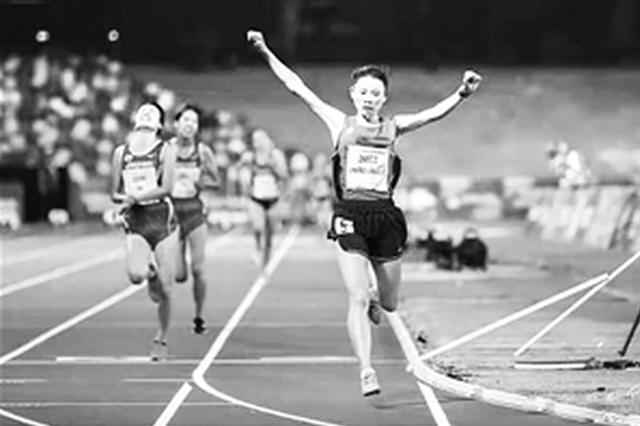 云南姑娘张德顺喜夺世界大运会10000米冠军