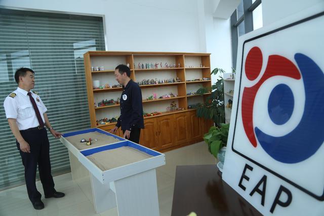 """为高原雄鹰的内心戴上""""氧气面罩"""" 国内首家飞行员心理工作室在东航云南公司成立"""