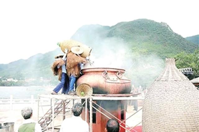 抚仙湖铜锅美食文化旅游节举行 一锅煮了55公斤抗浪鱼
