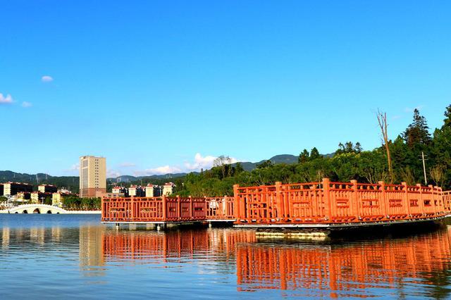 龙山湖 郁云江 摄