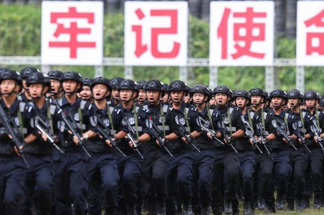 超燃!新型警用装备亮相 云南省举行全警实战大练兵