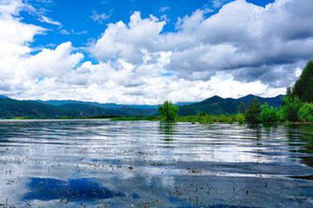 视频丨水天相映的美景:天然治愈的泸沽湖水