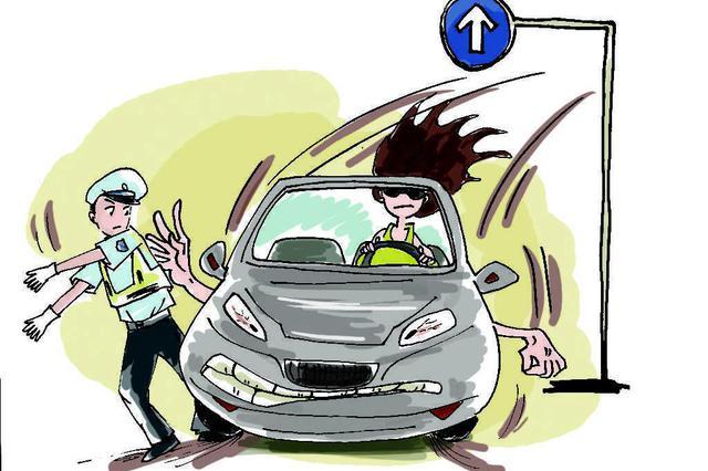 一二一大街请勿逆行 昆明交警:看清交通标识以免违法