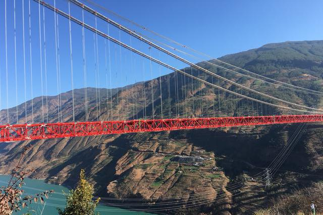 世界上在建最大跨径山区悬索桥 在云南金安顺利合龙