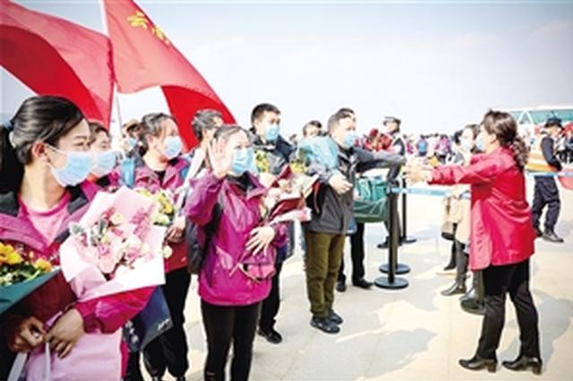 176名英雄归来 云南援助湖北医疗队第二批队员抵昆