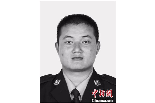 云南民警吴春雄办案途中因交通事故不幸牺牲 年仅39岁