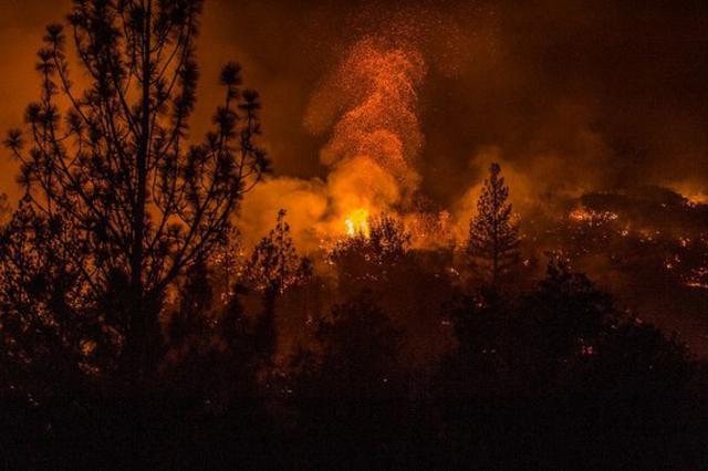 云南香格里拉山火持续48小时 2000余人奋力扑救
