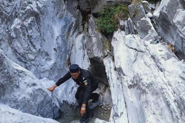 两名游客擅自攀爬海拔5596米玉龙雪山被困悬崖三小时