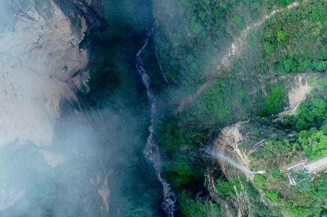 旅游丨人神共居的时空隧道:己衣大裂谷