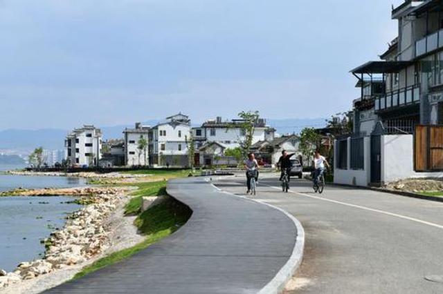 大理:洱海生态廊道风景如画 春节期间游人如织