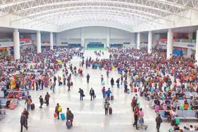全国铁路迎返程客流高峰 5日预计发送旅客1720万人次