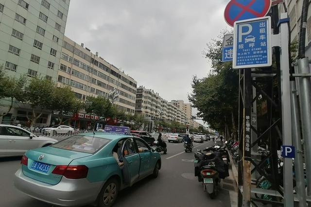 本月起每天7时至21时 昆明9条主干道出租车定点上下客