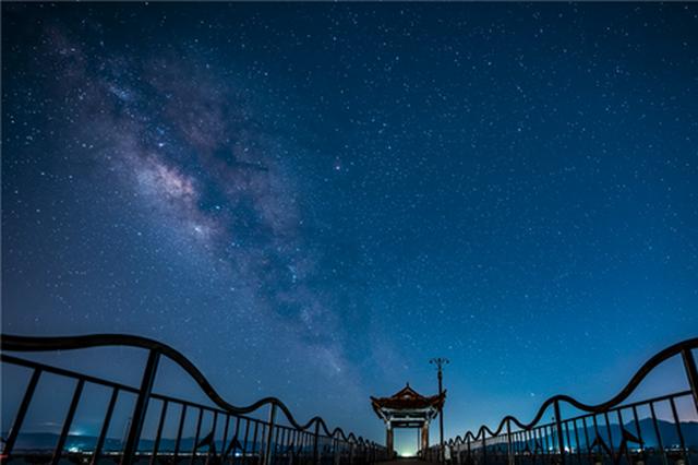 延时摄影|星空下的澄江化石地