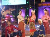 版纳泼水节 傣族服装成靓丽风景线