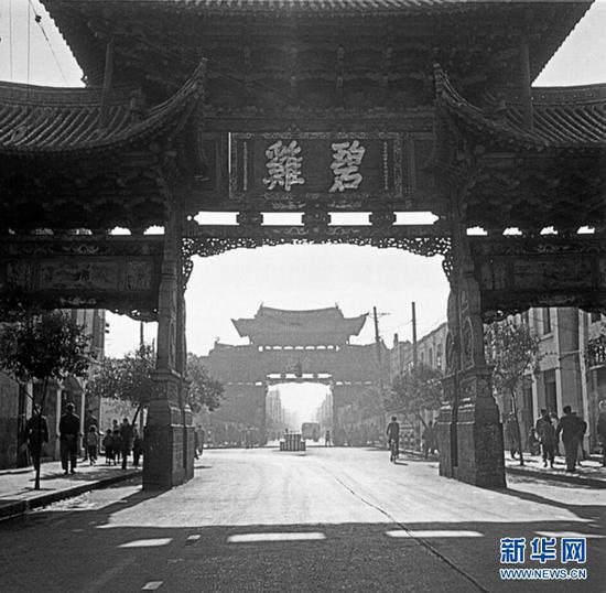昆明金马碧鸡坊旧貌(杨长福拍摄于1953年)