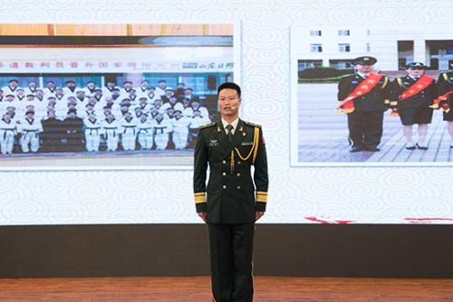 陆军边海防学院昆明校区林剑作题为《我强,国更强》的演讲 通讯员冯靖凯/摄