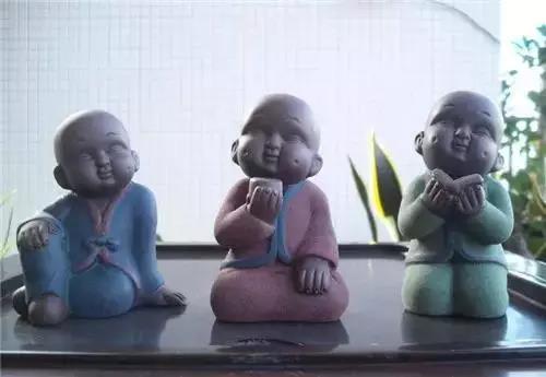 """三个小和尚由""""三个和尚没水喝""""的故事而来,代表""""禅茶一味""""的理念。"""