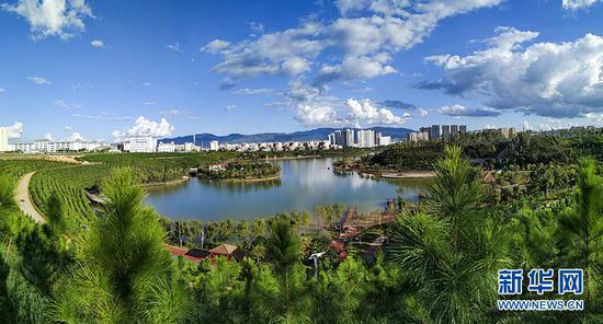 建水县龙窑生态城作为建水紫陶小镇的核心区,将打造以紫陶文化为灵魂,以紫陶产业为支撑,生态、文化、休闲和旅游紧密融合的文化旅游综合体。