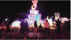 世博新春灯会,营造五彩斑斓的世界。