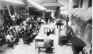 部分案件在村镇进行庭审,给村民上了一堂普法课。