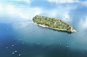 近年来,抚仙湖保护治理工作全面提档升级,湖泊水质稳定保持Ⅰ类。记者 陈飞 摄