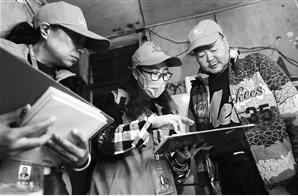 第七次全国人口普查登记启动 云南27万普查员上门登记