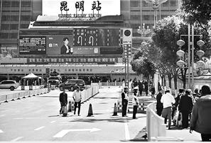 春运期间,社会车辆在昆明站前不能掉头。