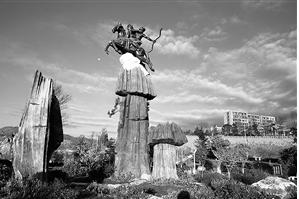 阿诗玛雕塑