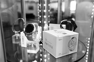 滇中新区小商品加工基地园区生产的手表 记者 李秋明 摄