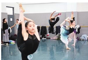 云南艺术学院艺考开考 上万名艺考生追逐梦想